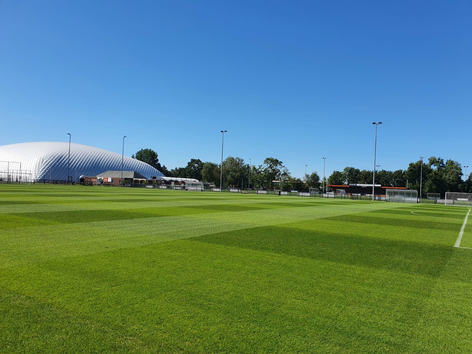 Wat is er hard gewerkt en wat liggen de velden er mooi bij (dank aan groundsman Wouter en team!!)
